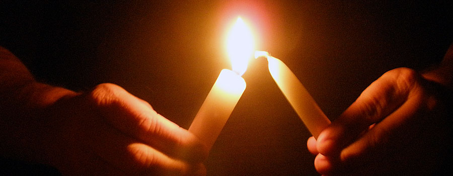 CANDLELIGHT SERVICE ON CHRISTMAS EVE AT 9:00P.M.